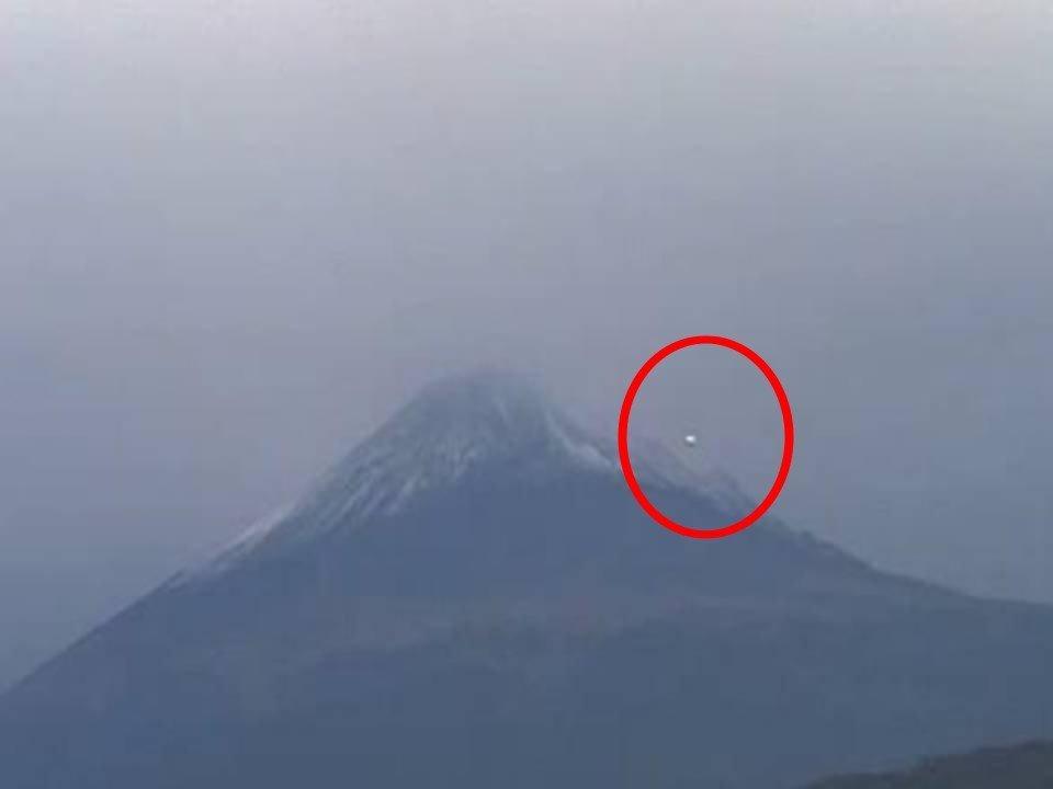 Ufo a Mexico City sul cratere del Popocatepetl?
