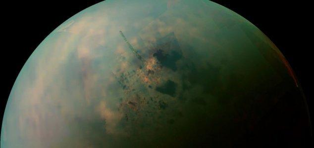 Cassini fotografa laghi su Titano