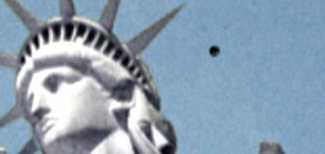 FOTOGRAFATO UN UFO SULLA STATUA DELLA LIBERTA'