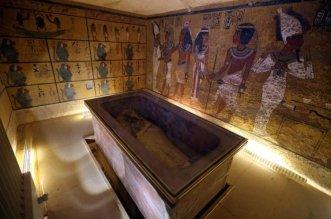 Tutankhamon-stanze-segrete-nefertiti