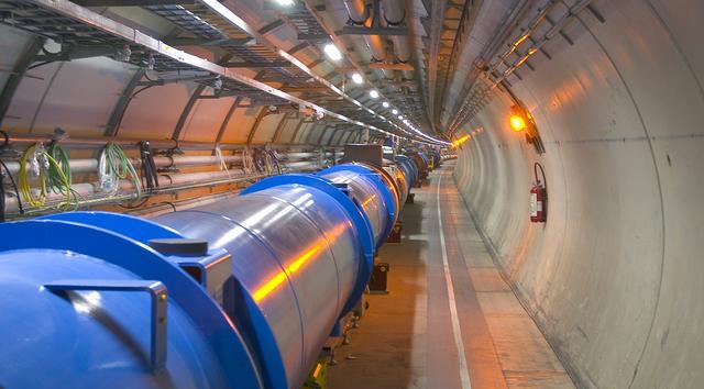 IL COLLIDER DEL CERN HA APERTO UN PORTALE SPAZIO-TEMPORALE