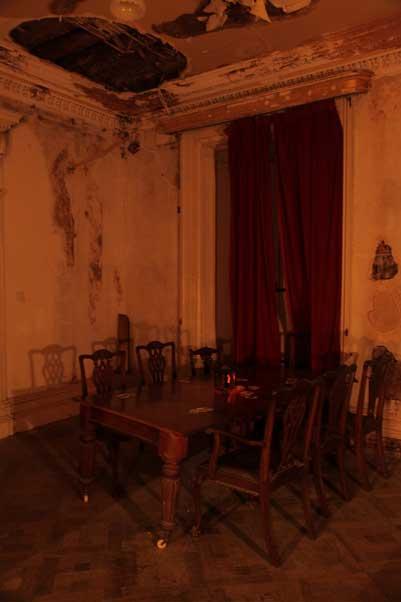 La Tapestry Room di Loftus House. Questo è davvero il tavolo da gioco in cui un estraneo si è trasformato in un diavolo e sparì dal soffitto?