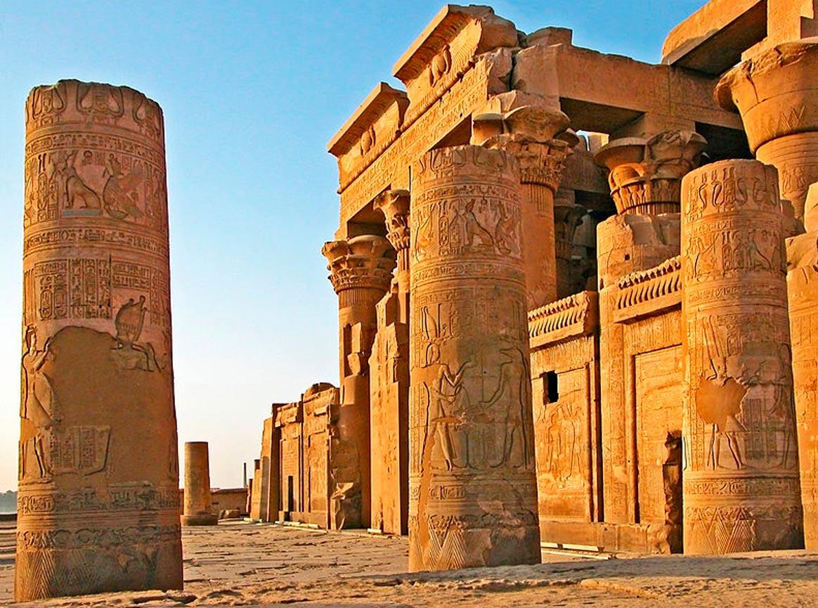 Kom Ombo: un tempio egizio dedicato a due dei rivali
