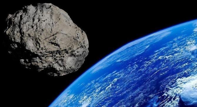 Asteroide della grandezza di una piramide potrebbe schiantarsi sulla Terra