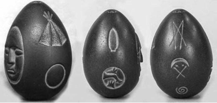 misterioso uovo di pietra