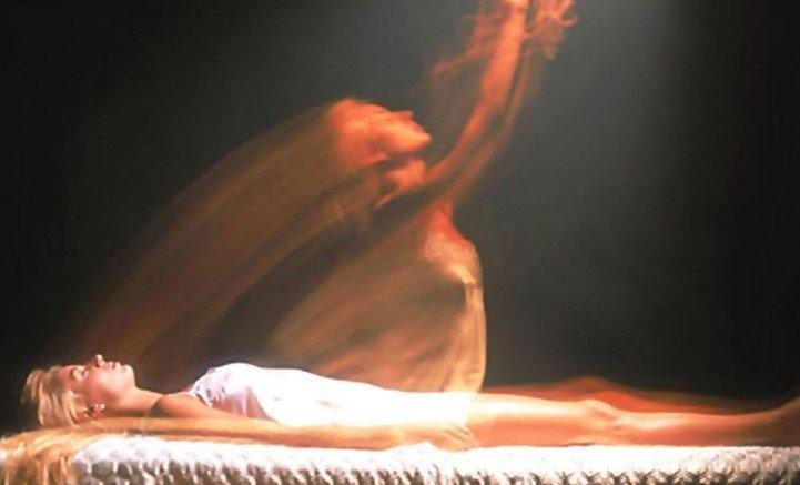 Scienziato si pronuncia sulle esperienze di pre-morte: l'anima umana esiste ed è quantistica